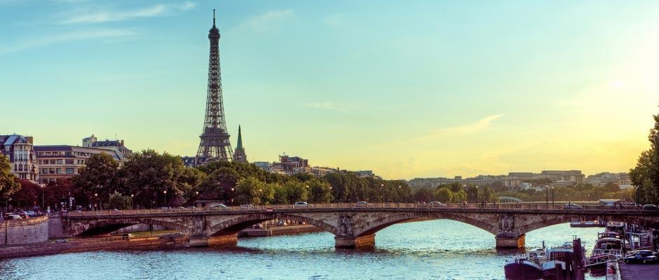 Eiffeltoren in Parijs bij de Seine