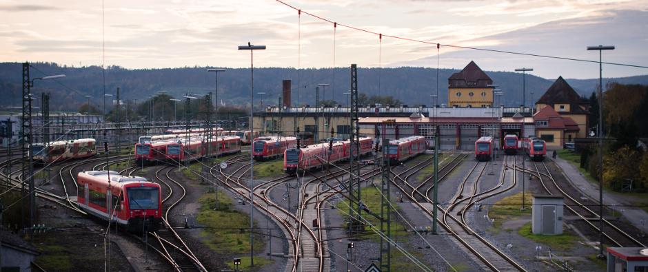 Bahnhof mit Zügen